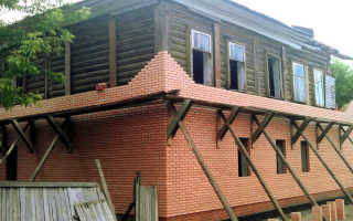 Обкладка деревянного дома кирпичом – плюсы, минусы, особенности