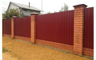 Строим забор с кирпичными столбами