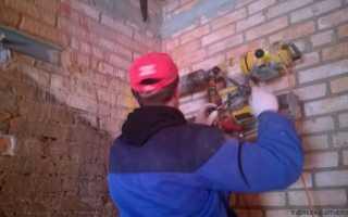 Просверлить отверстие в кирпичной стене