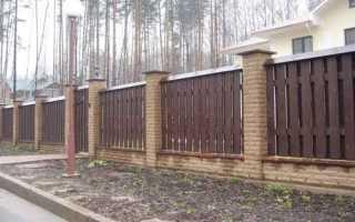 Кирпично-деревянный забор