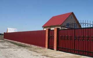 Забор из кирпича и профлиста