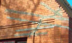 Чем и как можно заделать трещину в кирпичной стене дома
