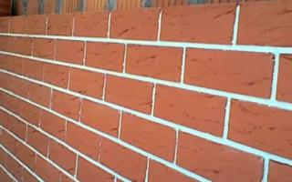 Как сделать белые швы на стене из красного кирпича